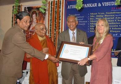 Vassula Awarded the Peace Certificate